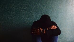 Selon l'OMS, une personne se suicide toutes les 40 secondes, et bien plus font des tentatives.