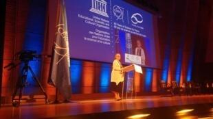 Laurence Rousselot, filha do diplomata francês François de Rose, um dos fundadores do CERN