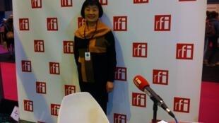 上海作家朱曉琳在巴黎國際圖書展法廣直播展台  2014年3月22日