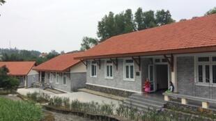 Những dãy nhà mới của Làng Trẻ em SOS Huế được hội AEVN (Pháp) tài trợ.