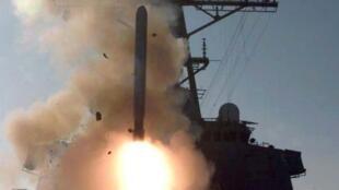 Tên lửa Tomhawk bắn đi từ khu trục hạm Mỹ tại Địa Trung Hải