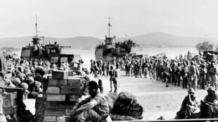 Imagem do desembarque de tropas aliadas em agosto de 1944, em Saint-Tropez.