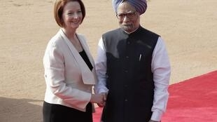Prime Minister Julia Gillard and Manmohan Singh at the forecourt of India's presidential palace Rashtrapati Bhavan, in New Delhi