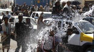 Manifestantes foram recebidos com tiros, jatos de água e gás lacrimogêneo, neste sábado.