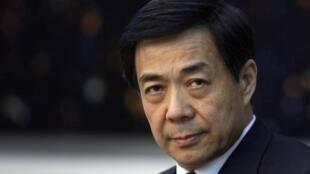 Бо Силай на сессии Национального собрания 06/03/2010 (архив)