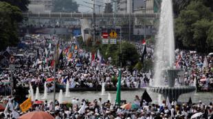 Hàng chục ngàn người Hồi giáo Indonesia biểu tình tại Jakarta ngày 02/12/2018.
