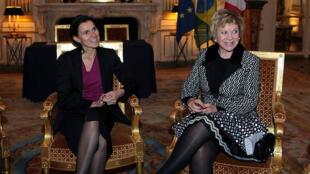 Ministras da Cultura da França, Aurélie Filippetti, e do Brasil, Marta Suplicy, no Ministério da Cultura e Comunicação da França, em Paris.