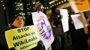 Protesto em apoio ao fundador do WikiLeaks em Nova York.