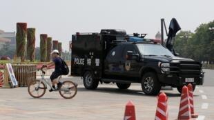 Một xe cảnh sát trên quảng trường Thiên An Môn, Bắc Kinh, ngày 04/06/2019.