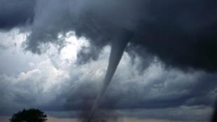 Các hiện tượng thời tiết cực đoan có xu hướng gia tăng trong những năm gần đây tại Mỹ, trong bối cảnh khí hậu nóng kỷ lục. Trong ảnh: Một vòi rồng tại Oklahoma.