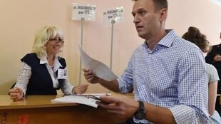 L'opposant russe Alexeï Navalny vote lors des élections locales à la Douma de Moscou, le 8 septembre 2019.