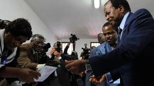 Cameroon's President Paul Biya collects his ballot paper in Yaoundé 9 October, 2011.