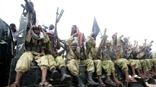 Des membres d'une milice shebab dans les rues de Mogadiscio le 30 octobre 2009 (image d'illustration).