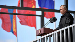 Tổng thống Nga Vladimir Putin phát biểu tại buổi duyệt quân tham gia cuộc tập trận Vostok-2018 ngày 13/09/2018 tại căn cứ Tsugol, vùng Zabailsky (Nga).