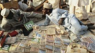 Un vendeur de livres coraniques à Ghardaia, en Algérie (image d'illustration).