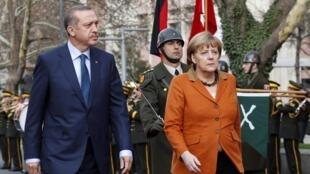Turkey's Prime Minister Tayyip Erdogan and German Chancellor Angela Merkel in Ankara, 25 February, 2013