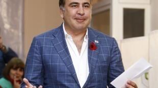 Le président géorgien sortant Mikheïl Saakachvili a voté pour l'élection de son successeur, à Tbilissi le 27 octobre 2013.