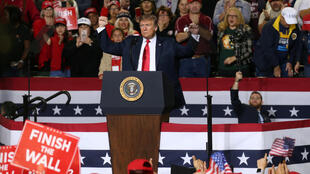 Donald Trump no comício político em El Paso.