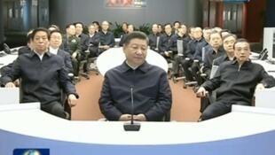 1月25日,習近平率領中共政治局成員在『人民日報』新媒體大廈集體學習。