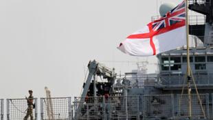 Ảnh tư liệu : Tàu đổ bộ Anh Quốc HMS Albion ở cảng Abu Dhabi, ngày 28/06/2011.
