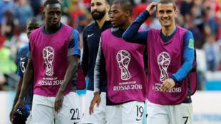 法國隊二比一險勝澳大利亞,圖右第一人是法國隊大將格列茲曼