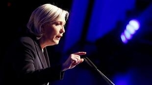 Marine Le Pen addresses the far-right conference in Koblenz