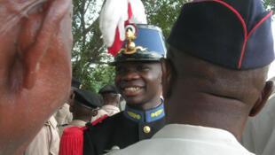 29 octobre 2010. Brazzaville, square Charles-de-Gaulle. Jérémie Andzembe, élève congolais de St-Cyr, salue les anciens combattants de l'armée française, à l'issue d'une cérémonie en hommage au général de Gaulle.