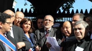 Homenagem feita pelos muçulmanos franceses a Hervé Goudel, assassinado pelo grupo Estado Islâmico nesta sexta-feira