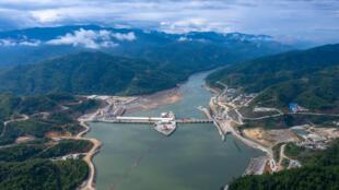 Đập thủy điện Xayaburi có chiều dài 820 mét nằm trên đoạn sông Mêkông chảy qua Lào.