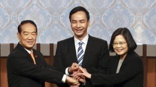 Taiwan : les 3 candidats à l'élection présidentielle 2016 à Taiwan, avant le début du débat télévisé le 27 décembre 2015, à Taipei