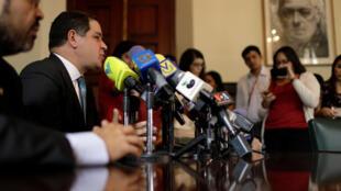 Dân biểu đối lập Luis Florido họp báo tại Caracas ngày 26/09/2017 thông báo không tham gia đối thoại với chính phủ.