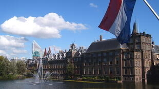 """Le Parlement néerlandais, le Binnenhof, à La Haye<br>(<a href=""""https://creativecommons.org/licenses/by-sa/2.5/"""" target=""""_blank"""">CC BY-SA 2.5 / Markus Bernet</a>)</br>"""