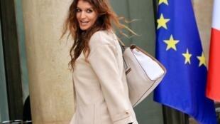 A secretária de Estado Marlène Schiappa, encarregada da igualdade entre homens e mulheres na França, lançou a discussão para a criação da lei contra assédio na rua.