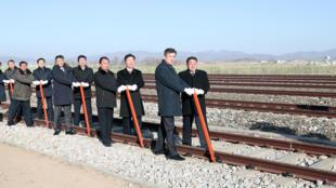 مقامات کره جنوبی و کره شمالی در مرز دو کشور در مراسم اتصال شبکه های راه آهن شرکت کردند