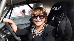 La ministre marocaine de l'Environnement, Hakima El Haite, dans une voiture électrique. Photo datée du 18 octobre 2014 à Ouarzazate.