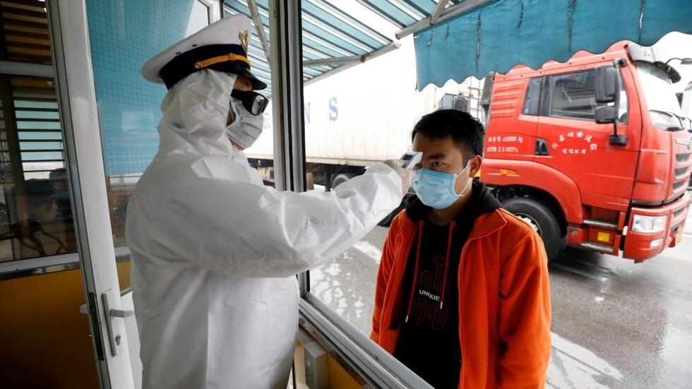 Kiểm tra thân nhiệt tài xế Trung Quốc tại cửa khẩu Hữu Nghị, Lạng Sơn. Ảnh chụp ngày 20/02/2020.