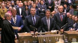 Capture vidéo du Parlement britannique lors du résultat d'un vote sur le projet de loi sur les élections législatives anticipées, en vue de la tenue d'élections générales.