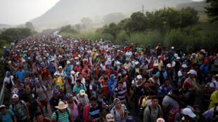 Ảnh đoàn người di dân từ Trung Mỹ hướng về phía Hoa Kỳ. Ảnh 27/10/2018.
