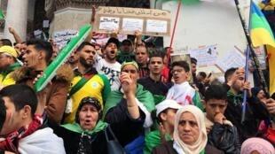 Manifestation à Alger pour réclamer «la fin du système», le 5 avril 2019.