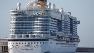 Tàu du lịch Costa Smeralda chở 7.000 người không được phép cập cảng Civitavecchia (Ý) vì có một khách Trung Quốc nghi bị nhiễm virus corona. Ảnh chụp ngày 30/01/2020.