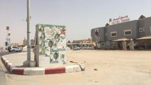 Des affiches de campagne placardées dans les rues de Nouakchott, en Mauritanie.
