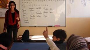De jeunes réfugiés irakiens et syriens, lors d'un cours de français au Liban (photo d'illustration).