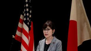 Bộ trưởng Quốc Phòng Nhật Tomomi Inada trong cuộc họp báo với đồng nhiệm Mỹ James Mattis, ngày 04/02/2017, tại Tokyo