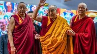 Lãnh đạo tinh thần Tây Tạng Đạt Lai Lạt Ma (G) trong một buổi thuyết giảng ở Bodhgaya, Ấn Độ, ngày 04/01/2020