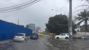 À Kinshasa, en RDC, le boulevard du 30-Juin sous les eaux, le 25 octobre 2019.