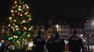 Le sapin de la place Kléber à Strasbourg, emblème du marché de Noël.