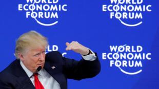 С давосской трибуны Дональд Трамп призвал международных партнеров инвестировать в США, где «лучшие университеты, колледжи, доступная энергетика и низкие налоги».