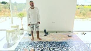 O pintor e artista plástico brasileiro, Robson Lemos