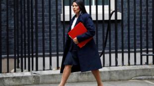 La ministre de l'Intérieur, Priti Patel, veut « encourager les personnes ayant les bons talents » et « réduire le nombre de personnes venant au Royaume-Uni avec de faibles compétences ».