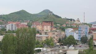 Une vue de Mitrovica-Nord, au Kosovo.